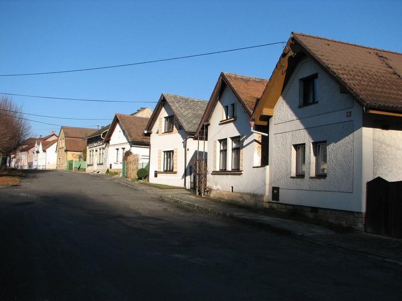 Velký Vřešťov – die Häusern gegenüber